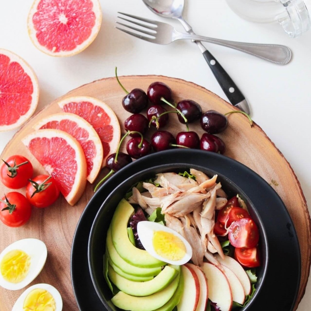 bowl-of-vegetable-salad-and-fruits-936611 (2)